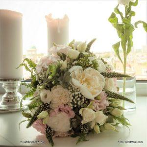 bruidsboeket veldboeket roze wit pioenroos anjer lysemachia lysianthus